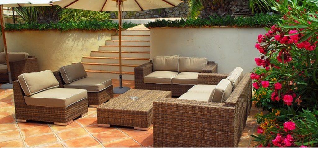 Im Außenbereich schafft diese Terrakottafließe eine wunderbar mediterane Atmosphäre