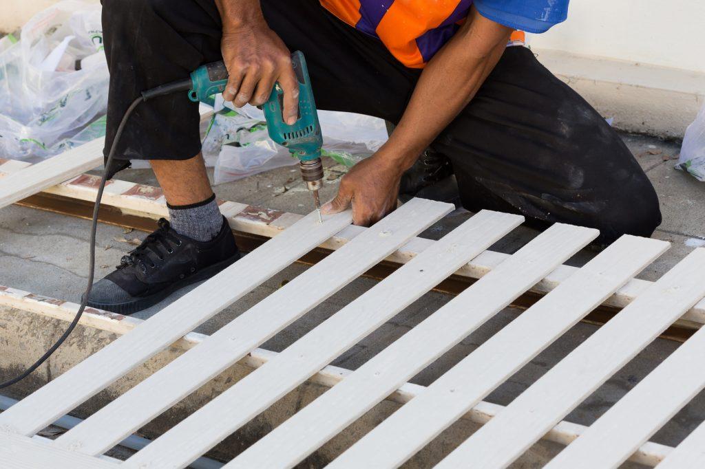 Die Zaunelemente können fertig gekauft werden - oder man stellt sie induviduell selber her. (#02)