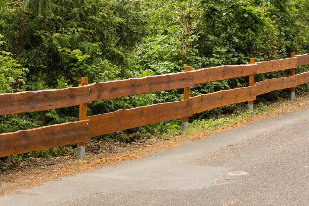Holzzaun: Gerade für große Anwesen ist diese Art Zaun genial. (#07)