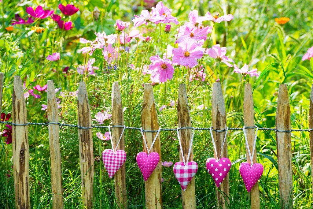 Staketenzaun: Der Staketenzaun eignet sich vorallem für das Einfassen von Blumenbeeten. (#09)