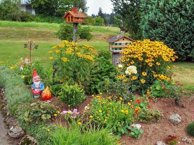 Wenn Sie Ihre Vorgarten anlegen, sollten Sie also auch das Wachstumsverhalten und Vermehrung Ihrer Pflanzen immer im Blick haben. (#02)