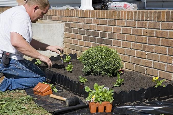 Mit welchem Betrag bei einer Gartengestaltung gerechnet werden muss, kann nicht ohne Weiteres beantwortet werden. Es kommt dabei zunächst auf die eigenen Bedürfnisse und das Maß der (Um-) Gestaltung an. Wer sich nicht sicher ist, kann ebenfalls einen Landschaftsarchitekten oder einen Landschaftsgärtner mit der Umgestaltung beauftragen. (#01)
