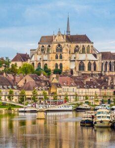 Landschaftliche Sehenswürdigkeiten im Burgund