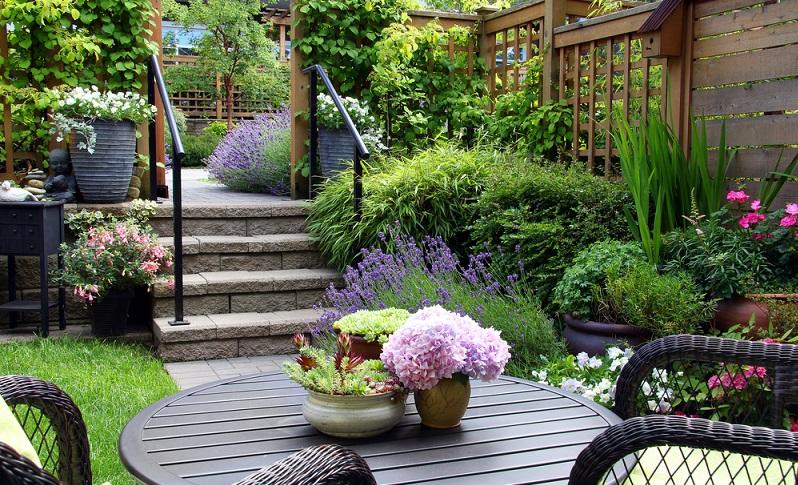 Ein kleiner Garten ist bei den aktuellen Preisen für Grundstücke, nichts Außergewöhnliches. Das neue Haus steht damit oft auf einem kleinen Grundstück, für den Garten bleibt da freilich meist auch nur wenig Platz. (#01)