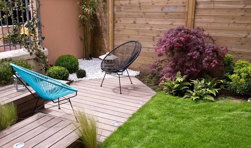 In Bild 2 steht A für die Terrasse. Die kleine aber nützliche Fläche , die durch die Diagonale entsteht, kann z.B. einen anderen Belag als die Terrasse haben und als Stellplatz für einen Brunnen herhalten. (#03)