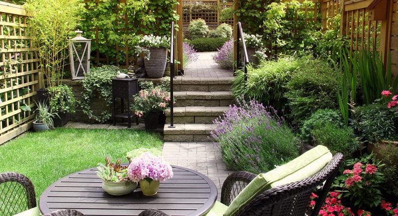 Unser Tipp: Wenn Sie ein Wegesystem anlegen wollen, so sollte die Planung für den übrigen Gartenbereich stehen bzw. sollte dieser fertig geplant und bepflanzt worden sein. (#02)
