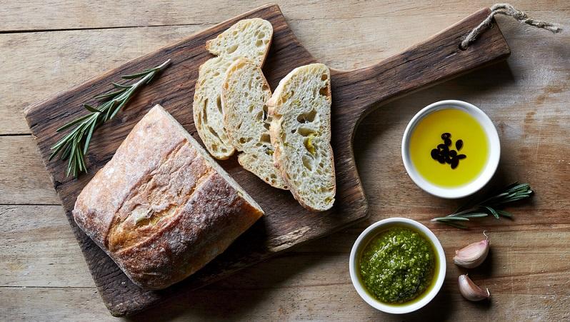 Wer im August bis Oktober die Samen erntet, kann diese roh essen (haben ein Nussaroma) oder verarbeitet leckeren Gerichten beilegen. Als Pesto, in Form von Bratlingen oder über den Salat als Beilage gestreut.