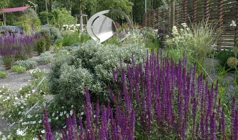 Mit interessanten Gartenideen lässt er sich jedoch harmonisch in die Gartengestaltung integrieren und bepflanzen.