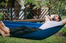 Urlaub im Garten: In die Ferne schweifen ist unnötig ( Foto: Shutterstock-Grusho Anna)