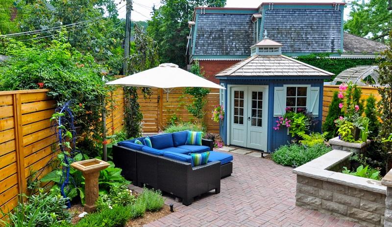 Ein Gartenhaus für gemeinsame Partys mit Freunden und Nachbarn ( Foto: Shutterstock-_ Joanne Dale  )
