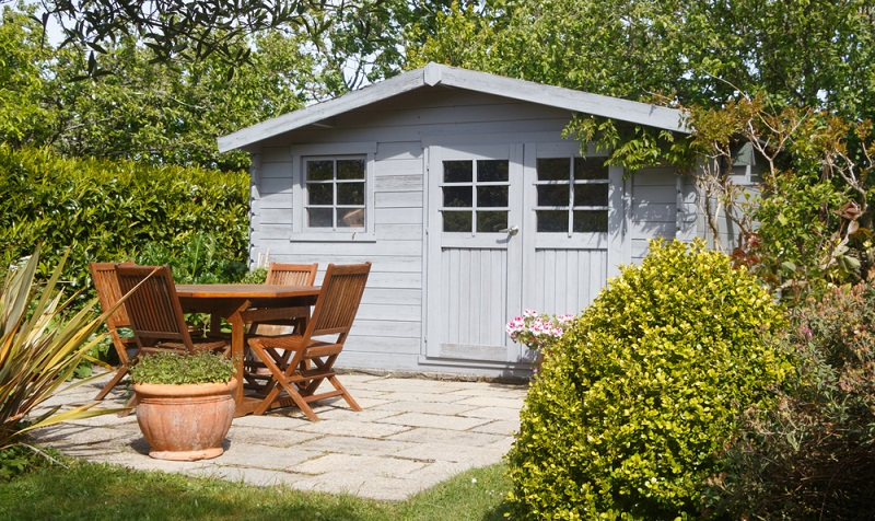 Auch im Winter wenn eine Heizung installiert ist, kann man das Gartenhaus nutzen ( Foto: Shutterstock-aurelie le moigne )
