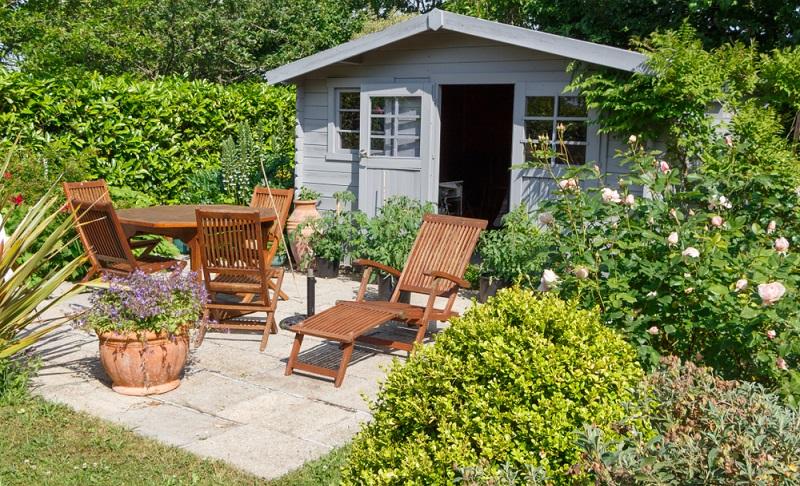 Chillen im Garten, übernachten im eigenen Gartenhäuschen ( Foto: Shutterstock- aurelie le moigne_)